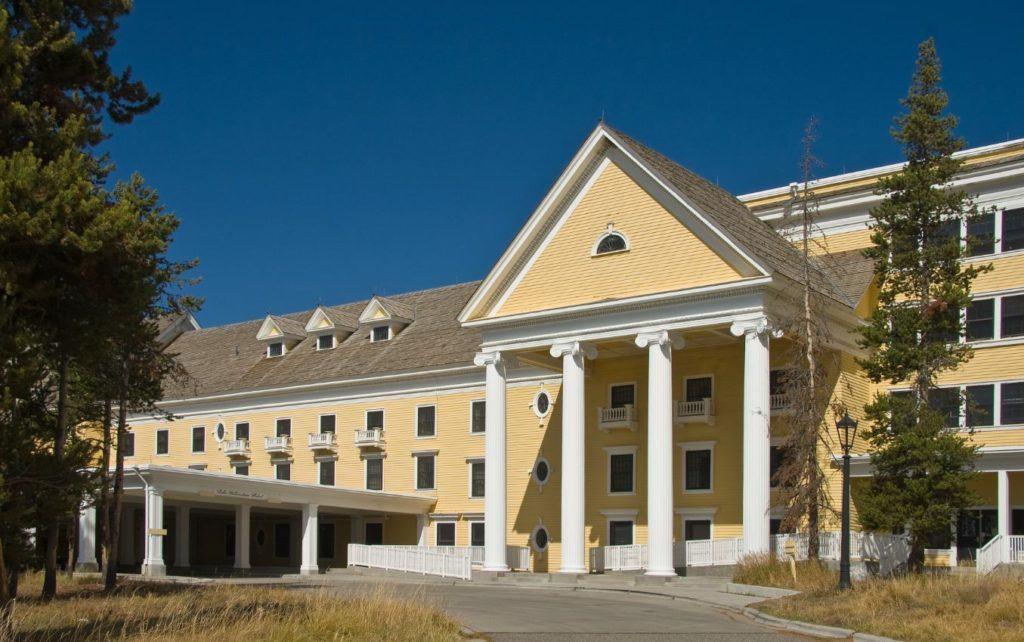 Lake Yellowstone Hotel