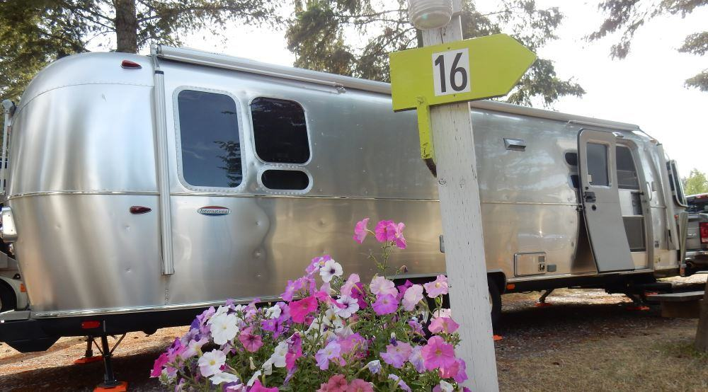 Here we are at Glacier Peaks RV Park. We had nice flowers next to the site.