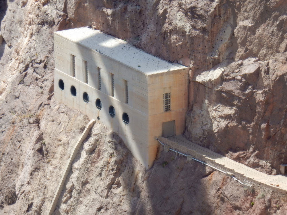 Canyon wall outlet works